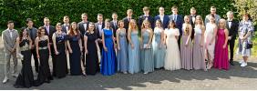 Die Abiturientinnen und Abiturienten des Jahrgangs 2021 am Gymnasium Schloss Wittgenstein